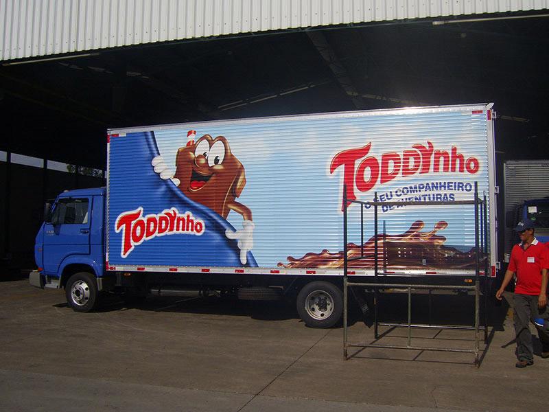 Adesivagem caminhão Toddynho